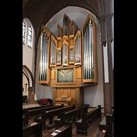 Berlin (Reinickendorf), St. Marien (Hauptorgel), Orgel seitlich (beleuchtet)