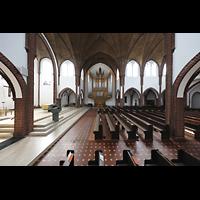 Berlin (Reinickendorf), St. Marien (Hauptorgel), Blick durch das Querhaus zur Orgel und ins Hauptschiff