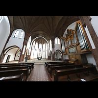 Berlin (Reinickendorf), St. Marien (Hauptorgel), Blick vom Hauptschiff zur Orgel und in den Chor