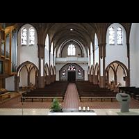 Berlin (Reinickendorf), St. Marien (Hauptorgel), Blick über den Altar zur Emporenorgel (beleuchtet)
