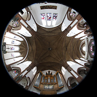 Berlin (Reinickendorf), St. Marien (Hauptorgel), Gesamter Innenraum mit Blickrichtung zur Hauptorgel