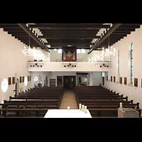 Berlin (Reinickendorf), Maria-Gnaden, Innenraum in Richtung Orgel
