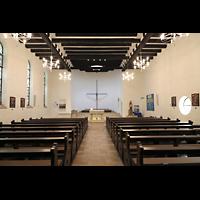 Berlin (Reinickendorf), Maria-Gnaden, Innenraum in Richtung Altar