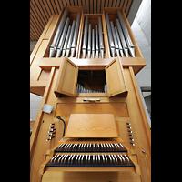 Berlin (Reinickendorf), St. Martin, Orgel mit Spieltisch perspektivisch