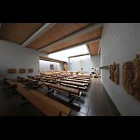 Berlin (Reinickendorf), St. Martin, Innenraum seitlich in Richtung Orgel