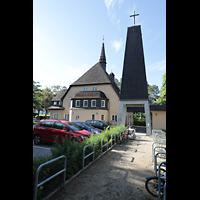 Berlin - Reinickendorf, St. Hildegard Frohnau (Positiv), Ansicht vom Kirchhof