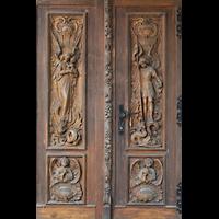 Berlin - Reinickendorf, St. Hildegard Frohnau (Positiv), Geschnitzte Eingangstür