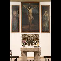Berlin - Reinickendorf, St. Hildegard Frohnau (Positiv), Altar mit Tabernakel und Kreuzigungs-Gemälde