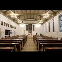 Berlin - Reinickendorf, St. Hildegard Frohnau (Positiv), Innenraum in Richtung Chor (mit Beleuchtung)