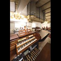 Berlin - Reinickendorf, St. Hildegard Frohnau (Positiv), Spieltisch und Orgel
