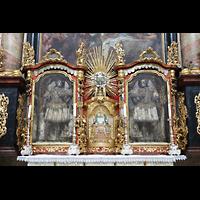 Waldsassen, Stiftsbasilika, Katakombenheilige Vitalianus und Gratianus mit Tabernakel auf dem Marienaltar.