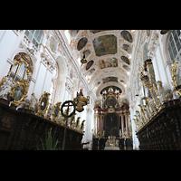 Waldsassen, Stiftsbasilika, Chorraum mit Chorgestühl und den beiden Chororgeln