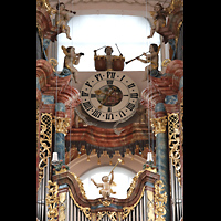 Waldsassen, Stiftsbasilika, Uhr und Putten im Prospekt der Hauptorgel