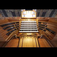Waldsassen, Stiftsbasilika, Sechsmanualiger Spieltisch auf der Orgelempore