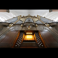 Hof, St. Michaelis, Orgel mit Spieltisch (beleuchtet) perspektivisch