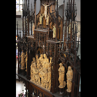 Hof, St. Michaelis, Neogotischer Hochaltar von der rechten Seitenempore aus gesehen