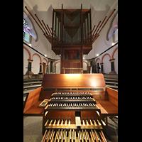 Mönchengladbach, Münster St. Vitus (Hauptorgel), Orgel mit Spieltisch (beleuchtet)