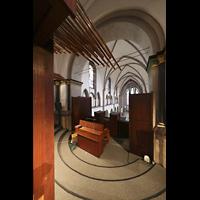 Mönchengladbach, Münster St. Vitus (Hauptorgel), Seitlicher Blick von der Orgel über das Rückpositiv in die Kirche
