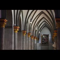 Mönchengladbach, Münster St. Vitus (Hauptorgel), Kapitelle und Gewölbe im Seitenschiff
