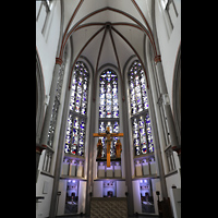 Mönchengladbach, Citykirche (Positiv), Chorraum mit Kruzifix