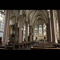 Willich - Anrath, St. Johannes Baptist, Seitlicher Blick zum Chorraum und zur Orgel