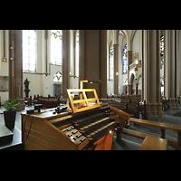 Willich - Anrath, St. Johannes Baptist, Blick über den Spieltisch in die Kirche