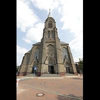 Willich - Anrath, St. Johannes Baptist, Fassade mit Turm