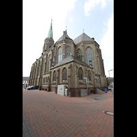 Willich - Anrath, St. Johannes Baptist, Chorraum und südliches Seitenschiff von außen