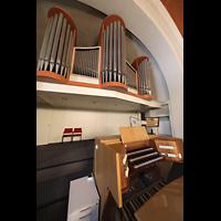 Berlin (Reinickendorf), Dorfkirche Alt Tegel (ev.) - Positiv, Orgel mit Spieltisch seitlich