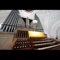 Weilheim, Mariae Himmelfahrt, Spieltisch und Orgel perspektivisch