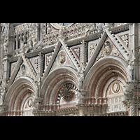 Siena, Cattedrale, Tympani an der Fassade