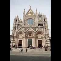 Siena, Cattedrale, Reich verzierte Fassade mit Dreiecksgiebeln