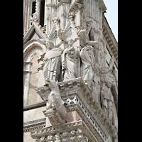 Siena, Cattedrale, Figuren an der Ostseite der Fassade