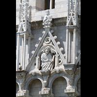 Pisa, Duomo di Santa Maria Assunta (Hauptorgel), Figur über dem Säulengang am Baptisterium
