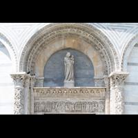Pisa, Duomo di Santa Maria Assunta (Hauptorgel), Figuren und Ornamente am Baptisterium