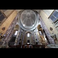 Modena, Chiesa di San Domenico, Innenraum mit Kuppel (seitlich gesehen)