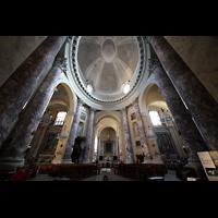 Modena, Chiesa di San Domenico, Innenraum mit Kuppel in Richtung Chor