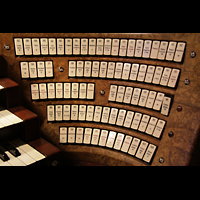 Bologna, S. Giovanni Bosco, Rechte Registerstaffel am Spieltisch