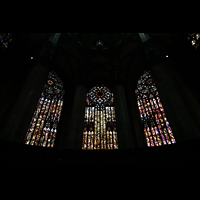 Milano (Mailand), Duomo di Santa Maria Nascente, Bunte Fenster mit Glasmalerei im Chor