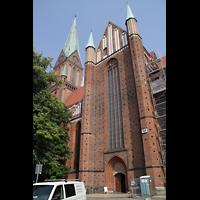 Schwerin, Dom St. Maria und St. Johannes, Querhaus mit Eingang von der Marktseite aus