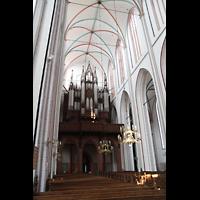 Schwerin, Dom St. Maria und St. Johannes, Innenraum / Hauptschiff in Richtung Orgel