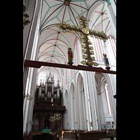 Schwerin, Dom St. Maria und St. Johannes, Lettner und Innenraum / Hauptschiff in Richtung Orgel
