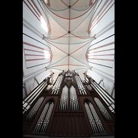 Schwerin, Dom St. Maria und St. Johannes, Blick vom Spieltisch über den Orgelprospekt ins Gewölbe