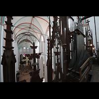 Schwerin, Dom St. Maria und St. Johannes, Blick durch die Prospekt-Fialen und Pfeifen des 4. Manuals in den Dom