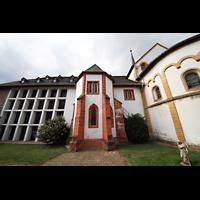 Trier - Pfalzel, Marienstiftskirche, Seitenansicht vom Kirchgarten aus