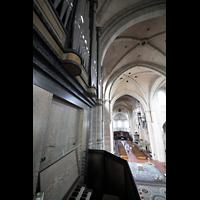 Trier, Dom St. Peter (Kryptaorgel), Blick vom Spieltisch der Chororgel ins Hauptschiff