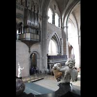 Trier, Dom St. Peter (Kryptaorgel), Chororgel und Engelsfigur im Ostchor