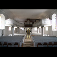 Völklingen - Ludweiler, Hugenottenkirche, Innenraum in Richtung Orgel