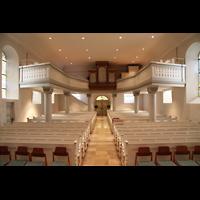 Völklingen - Ludweiler, Hugenottenkirche, Innenraum in Richtung Orgel mit Beleuchtung