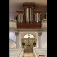 Völklingen - Ludweiler, Hugenottenkirche, Mittelgang mit Orgel beleuchtet
